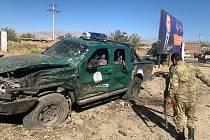Bombový útok v Afghánistánu - Následky sebevražedného útoku spáchaného v provincii Parván poblíž předvolebního shromáždění afghánského prezidenta Ašrafa Ghaního