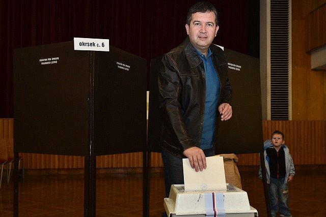 Předseda ČSSD Jan Hamáček odvolil v komunálních volbách v Mladé Boleslavi.