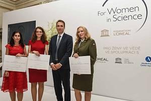 Držitelky ceny zleva:  Silvie Rimpelová, Hedvika Kadlecová a Jana Žďárová Karasová.