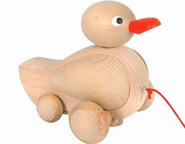 Tahací kačer patří k nejoblíbenějším dřevěným hračkám.