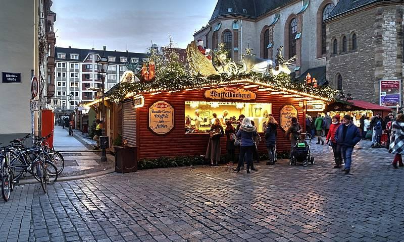 I v Česku se šířily hoaxy o tom, že v Německu už se bojí z důvodu politické korektnosti označovat vánoční trhy jako vánoční a používat při nich vánoční symboliku. Že to nebyla pravda, dokazují i tyto snímky z loňských vánočních trhů v Lipsku