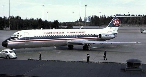 Jugoslávské dopravní letadlo McDonnell-Douglas DC-9, které se 30. října 1975 zřítilo v pražském Suchdole