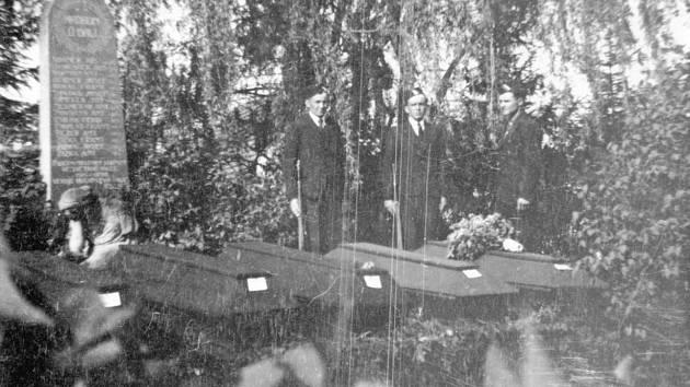 Pohřeb zastřelených občanů Psár