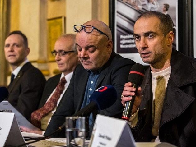 Tisková konference k chystaným premiérám pražského Národního. Zprava Petr Zuska, Petr Kofroň, Jan Burian, Daniel Špinar.
