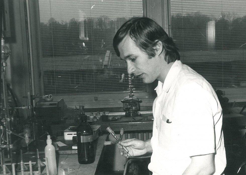 Asistent v roce 1982, Lékařská fakulta UK Hradec Králové