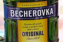 Becherovka patří mezi základní nabídku českého obchodu v Berlíně