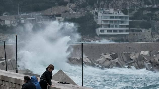 Jižní Francii a severozápadní Itálii zasáhla bouře Alex.