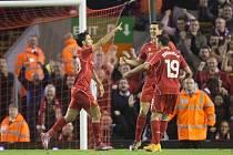 Fotbalisté Liverpoolu se radují z gólu proti Middlesbrough.