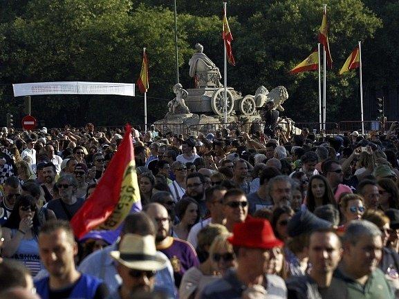 Tisíce lidí dnes v podvečer vyrazily do ulic španělské metropole, aby daly najevo hrdost na příslušnost k sexuálním menšinám.