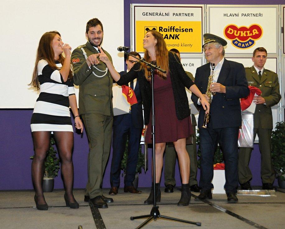Kajakář Josef Dostál si s mikrofonem rozumí. Zpívá rád, hudba ho ovlivňovala od malička.