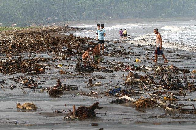 Znečištěná pláž