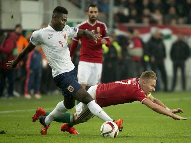Fotbalisté Maďarska (v červeném) proti Norsku.