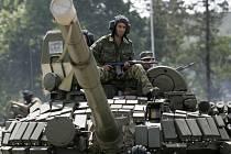 Ruský tank na cestě do gruzínského města Zugdidi ležícího dvacet kilometrů od východní hranice separatistické republiky.