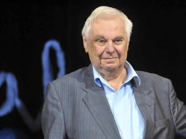 V 74 letech zemřel herec a dabér Antonín Molčík, známý zejména z mnoha populárních televizních seriálů.