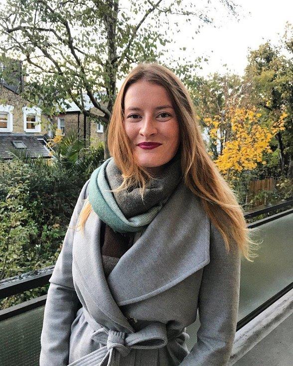 Kateřina Váchová z Hluboké nad Vltavou chce chránit přírodu a zvířata. Proto loni založila organizaci The Colourful World (Pestrobarevný svět), která nabízí ekologicky přátelské produkty. Také založila YUGA Platform, která nabízí hodiny jógy přes aplikaci