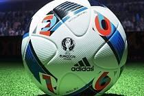 To je on. Beau Jeu, míč pro Euro 2016