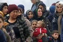 Mezinárodní organizace pro ochranu lidských práv Amnesty International (AI) dnes obvinila Turecko, že od poloviny ledna vrací po stovkách syrské uprchlíky do jejich vlasti zmítané konfliktem.