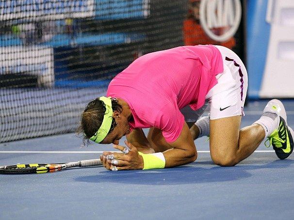 Oslava. Tak se radoval Rafael Nadal, když postoupil do 3. kola Australian Open