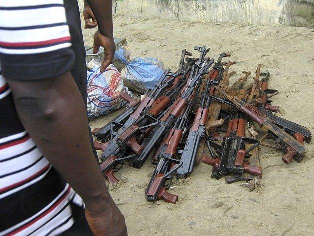 Nigerijští povstalci odevzdali zbraně v rámci vládní amnestie.