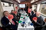 Prezidentští kandidáti ve vlaku Deníku.