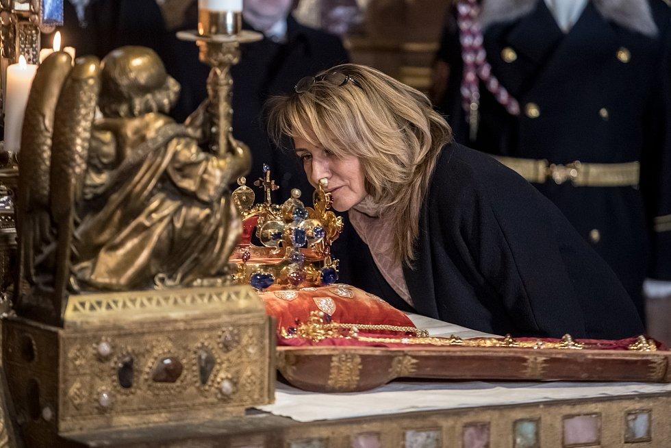 Vyzvednutí korunovačních klenot v kapli sv. Václava v katerdále sv. Víta proběhlo 15. ledna v Praze. Krnáčová