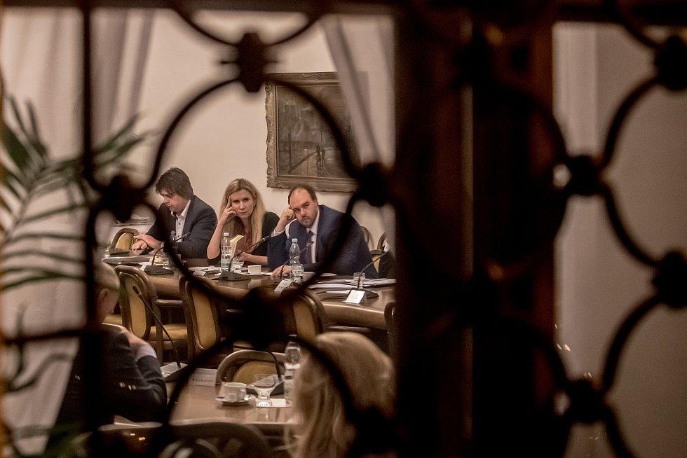 Zasedání sněmovního mandátového a imunitního výboru 28. listopadu v Praze.