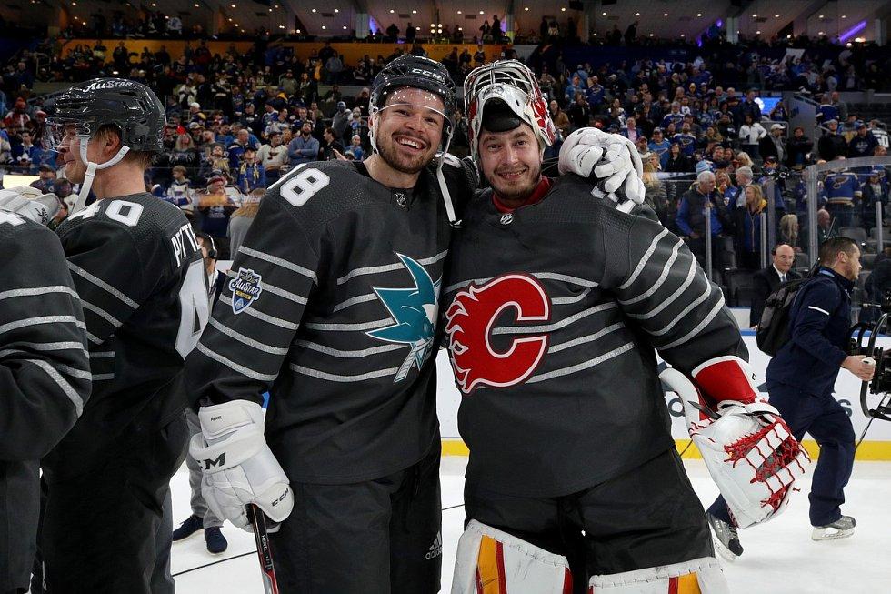 Tomáš Hertl a David Rittich, vítězové Utkání hvězd NHL.