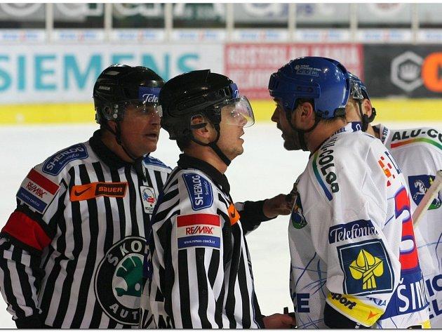 Debaty s hokejisty jsou na denním pořádku - ilustrační foto.