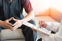Potíže s erekcí, ejakulací, neplodností, mužským přechodem nebo zakřivením penisu řeší andrologové.