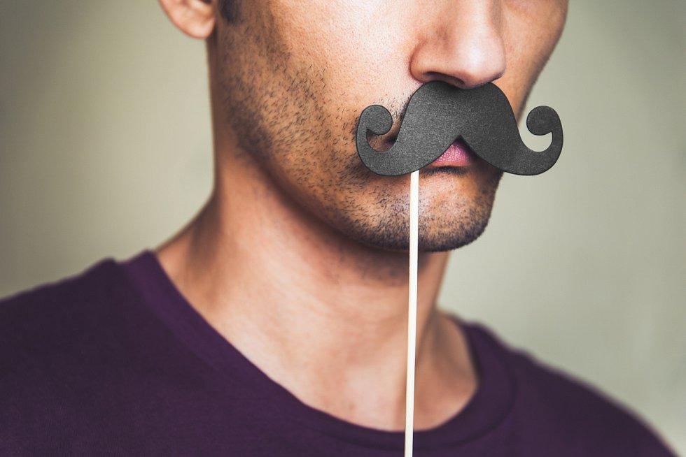 Movember upozorňuje na rakovinu prostaty, varlat a močového měchýře. Panové, nepodceňujte prevenci.