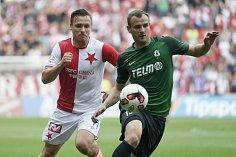 Stanislav Tecl (vlevo) bojuje o míč s Davidem Lischkou z Jablonce.