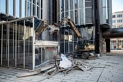 Dělníci začali 15. února bourat souboru budov Transgas na pražské Vinohradské ulici.