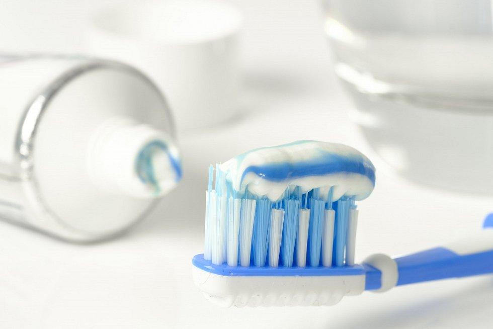 """""""Výborně si čistili zuby, proto jim nic nebylo,"""" říká."""