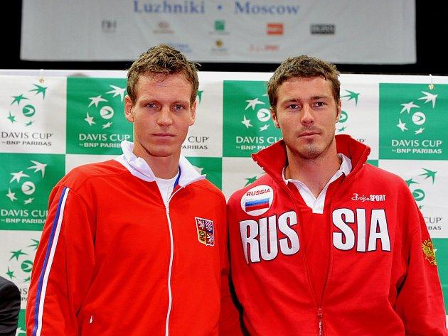 Čtvrtfinálový duel v Rusku zahájí Tomáš Berdych proti Maratu Safinovi.