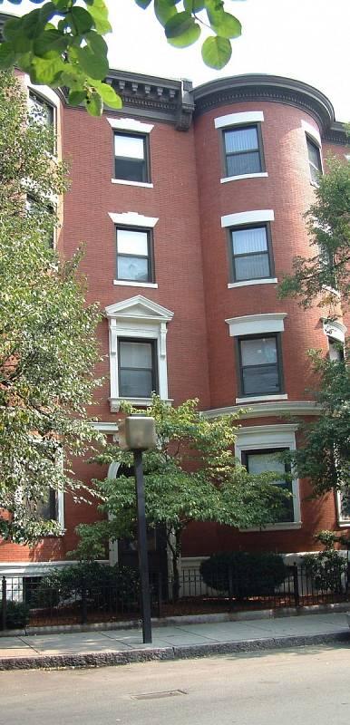 Dům na Gainsborough Street v Bostonu, kde došlo k první vraždě Bostonského škrtiče