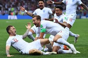Angličané slaví gól Kierana Trippiera.