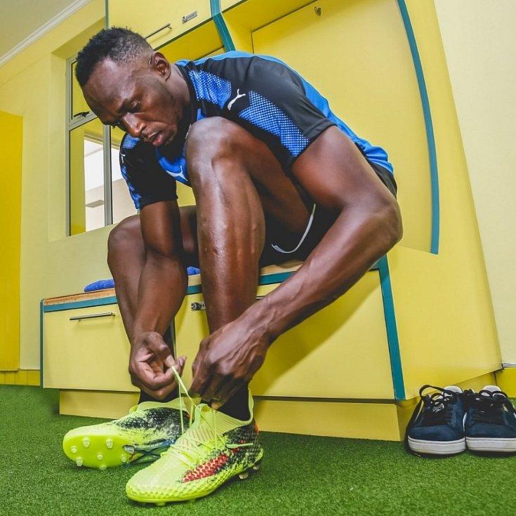 Usain Bolt před fotbalovým tréninkem