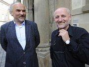 Prezident republiky Václav Klaus přijal v úterý 13. prosince 2011 na Pražském hradě předsedu vlády Petra Nečase (vpravo) a převzal od něj demisi ministra kultury Jiřího Bessera.