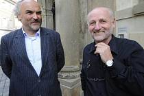 Ministr kultury Jiří Balvín (vpravo) se 13. srpna sešel s designovaným ředitelem Národní galerie v Praze Jiřím Fajtem (vlevo).