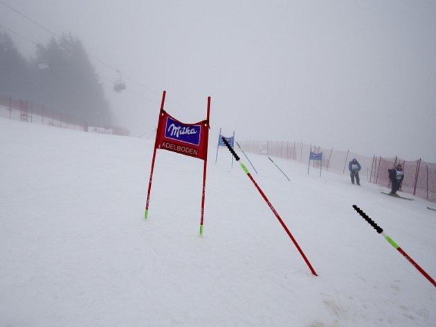 Obří slalom v Adelbodenu byl kvůli mlze a dešti zrušen.