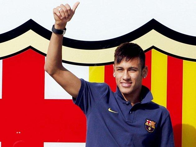 Brazilec Neymar se upsal Barceloně na pět let.