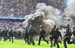 Fanoušci Hamburku odpálili dýmovnice
