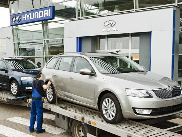 Hyundai navezl ke svým autorizovaným prodejcům po celém Česku vozy Škoda Octavia.