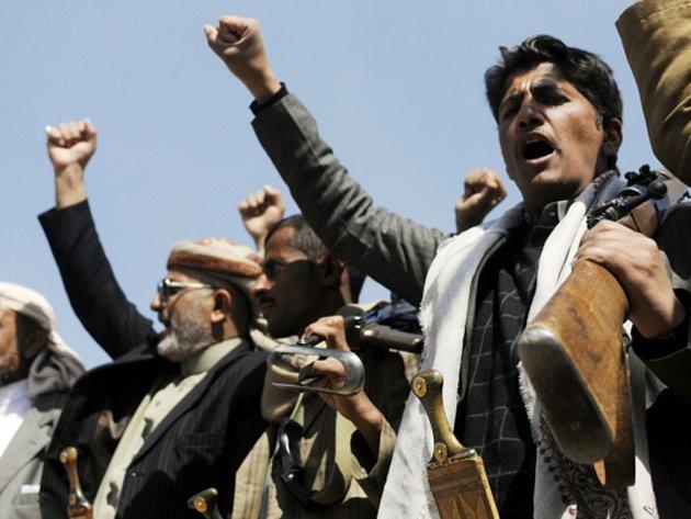 Šíitští povstalci dnes v jemenském hlavním městě Saná po krátkém střetu s ochrankou obsadili prezidentský palác.