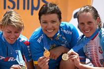 Medailistky. Tři nejlepší ženy z mistrovství Evropy. Kateřina Hanušová-Nashová je vpravo.
