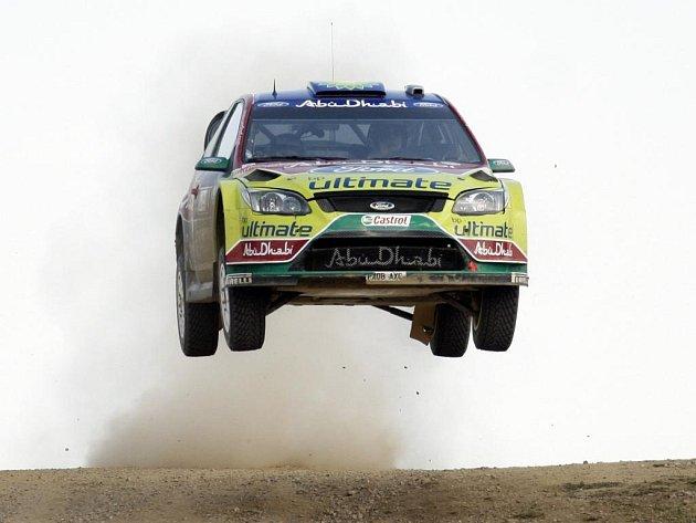 Jari-Matti Latvala na slavném skoku na rychlostní zkoušce Monte Lerno.