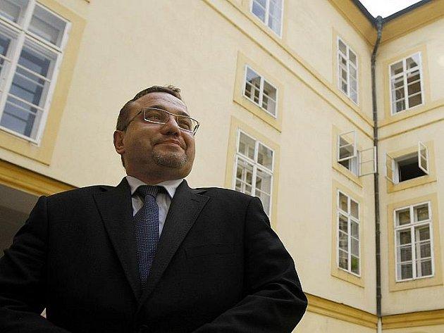 Ministr školství Josef Dobeš