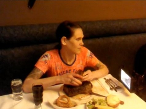 Američanka Molly Schuylerová spořádala na soutěži jedlíků dvoukilový steak za pouhé dvě minuty a 44 sekund.