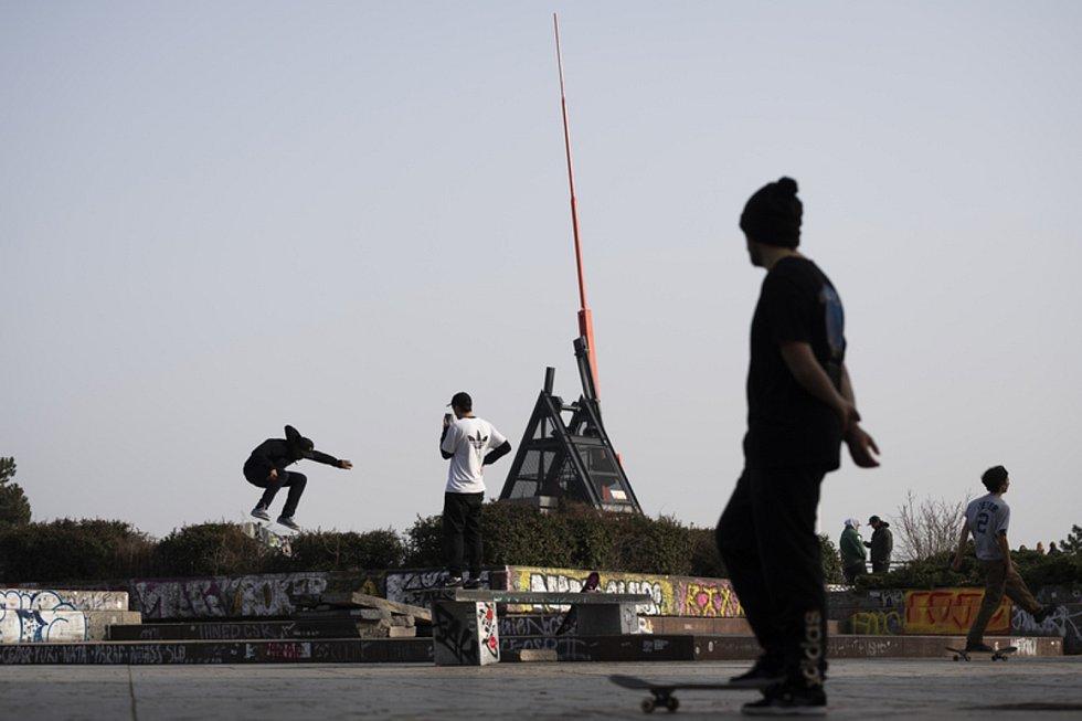 Skateboardisté na pražské Letné