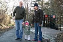 Irena Neffová se svým otcem Ondřejem a malou dcerkou.